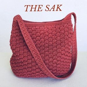 THE SAK CRANBERRY COLOR BUCKET/SHOULDER BAG
